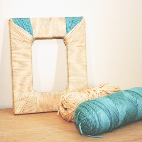 Mod-Podge-picture-frame-wrapped-with-yarn